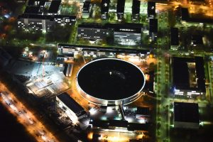 Nachtluftbild vom Elektronen-  Speicherring BESSY - Synchrotronstrahlungsquelle der dritten Generation in Berlin - Adlershof